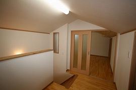 階段ホールの施工例1